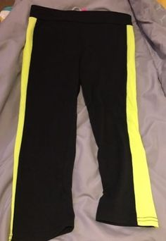7.69$  Watch now - http://vifjo.justgood.pw/vig/item.php?t=lwere052294 - NWT POOF yoga/fitness capri legging Size L Black With Neon Yellow Stripes D22 7.69$