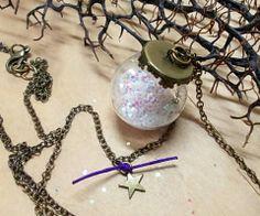 Christmas pendant Seasons Of The Year, Christmas Jewelry, Christmas Bulbs, Pendant, Holiday Decor, Home Decor, Decoration Home, Christmas Light Bulbs, Room Decor