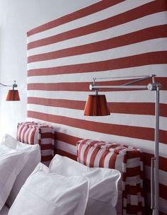 chambre - mur : rayure horizontale - coussin : rayure verticale - bande régulière