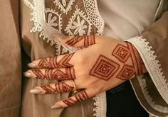 Are you looking for some fascinating design for mehndi? Or need a tutorial to become a perfect mehndi artist? Dulhan Mehndi Designs, Mehendi, Mehandi Designs, Arte Mehndi, Mehndi Designs Feet, Mehndi Designs Book, Modern Mehndi Designs, Mehndi Design Pictures, Beautiful Mehndi Design