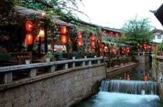 Yunnan-Lijiang old town http://www.tripadvisor.it/Attraction_Review-g298558-d4186877-Reviews-Wonders_of_Yunnan_Tours_Kunming_Stone_Forest_Private_One_day_Tour-Kunming_Yunnan.html#photos