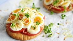 Pita pizza med egg Pita Pizzas, Mozzarella, Eggs, Breakfast, Food, Breakfast Cafe, Egg, Essen, Yemek