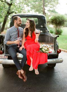 Picnic engagement shoot | Amanda Watson Photography via @burnettsboards