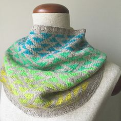 This pattern is part of a cowl-series FIVE SISTAS.