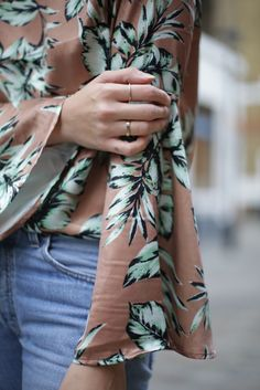 Lindsey Holland, of blog Ropes of Holland styled our Chelsea Mini gold ring with a gorgeous floral pink blouse and classic denim jeans in aid of our charity sale with all proceeds going to Camfed (camfed.org)