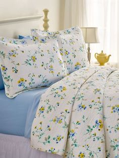 Fresh Yellow Aesthetic Room Decor Which Many Children Love Yellow Comforter, Blue Bedspread, Floral Comforter, Bedroom Furniture, Bedroom Decor, Bedding Decor, Dorm Bedding, Yellow Cottage, Shabby Chic Bedrooms