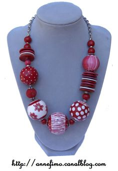 Collier graphique rouge