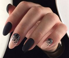 Black is a commonly used color in nail art designs. Many people have tried black nail art designs. Black can be used alone or in combination with any other color. Black can be used on nails of any shape. Black coffin nails and black Stiletto nails ar Black Coffin Nails, Black Nail Art, Stiletto Nails, Hair And Nails, My Nails, How To Do Nails, Cute Nails, Pretty Nails, Round Nails