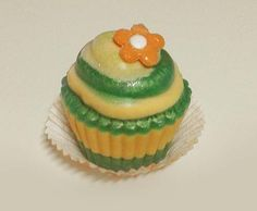 #Jabonartesanal Jabón aromático artesanal - #Cupcake. El aroma escogido es la fragacia Azahar con aceite esencial de Naranja. #Jabón aromático, Jabón artesanal, Jabón decorativo - Perfecto para #Regalo - Precio: 7 euros/unidad
