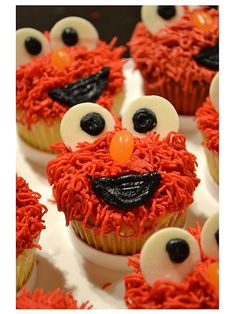 Elmo party, some good ideas, other not so good, but I love the goodie bag ideas!