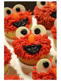 20+ Amazing Elmo Birthday Party Ideas (Cakes, decorations, goody bags, etc)