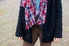 www.1310bynora.com / Fashionblogger Annora Klappe.    Scarves , teddy coat, details, khaki pants, fashion, outfit