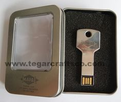 Potential clients and customers will keep your business' name on their minds every time they look at their keys when you distribute these key-shaped customized USB flash drives to those on your list. http://www.tegarcraftsco.com/2013/04/distributor-agen-suplier-jual-dan.html
