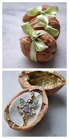 DIY Easy Fairy Walnut Gift Box Tutorial from Curly Birds here. First seen at Soap Deli News here. .........................................................................................................Schmuck im Wert von mindestens g e s c h e n k t !! Silandu.de besuchen und Gutscheincode eingeben: HTTKQJNQ-2016