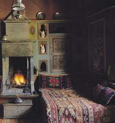 this bed.... these niches... the fireplace... Such a lovely place to repose and dream.