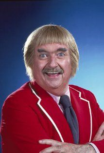Captain Kangaroo - creepy, yes.  But we loved him anyway...and Grandfather Clock, and Mr. Green Jeans, and moose and bunny and those darn ping pong balls.  Oh yes, Mr Kangaroo, we love you.