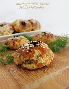 Dereotlu peynirli poğaça Cheese donut with dill – Keeps that – Social Information Platform Vegaterian Recipes, Wonton Recipes, Burger Recipes, Turkey Stuffing Recipes, Jackfruit Recipes, Cheese Pastry, Bisque Recipe, Sweet Potato Recipes, Eating Raw