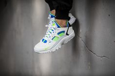 The Nike Air Trainer Huarache is available at our shop now! EU 42 - 46 | 120,-