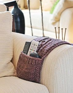 knitted Pattern for Couch. A remote holder. Diy Knitting Needle Holder, Diy Knitting Needles, Loom Knitting, Free Knitting, Knitting Patterns, Crochet Patterns, Crochet Home, Knit Crochet, Knitting Projects