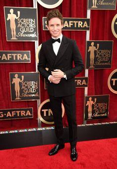 Pin for Later: Wir nehmen euch mit auf den roten Teppich der SAG Awards! Eddie Redmayne