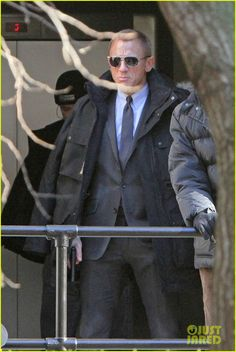 Daniel Craig Suits Up for 'Skyfall' - Daniel Craig Photo - Fanpop Love Fitness, Mens Fitness, Fitness Tips, Fitness Motivation, James Bond Suit, Bond Suits, Daniel Craig Suit, Daniel Craig James Bond, Craig Bond