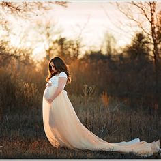 Flowing maternity dress for photoshoot. Golden hour maternity photo session.