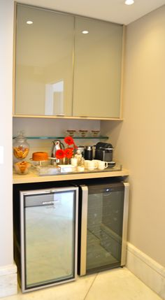 DSC_0750                                                                                                                                                                                 Mais Small Kitchen Set, Kitchen Design Open, Mini Kitchen, Small Rooms, Small Spaces, Canto Bar, Law Office Design, Kitchenette, Modern Interior Design