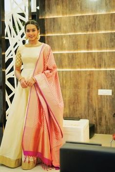 Dress suits Off white Long dress with dupatta Off white Long dress with dupatta Indian Long Dress, Indian Gowns Dresses, Dress Indian Style, Indian Fashion Dresses, Indian Designer Outfits, Indian Outfits, Long Dress Design, Stylish Dress Designs, Gown Party Wear