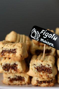 J'ai démarré la semaine du bon pied avec de délicieux petits biscuits fourrés à la figue façon Figolu. Je me suis inspirée de cette recette. Merci Mirette! Pour une vingtaine de Figolu(s) maison:   200g de farine 1/2 sachet de levure chimique 3 CS de sucre glace 2 sachets d