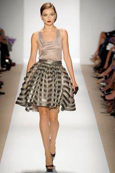 Dennis Basso Spring 2010 Ready-to-Wear Fashion Show - Andreea Diaconu