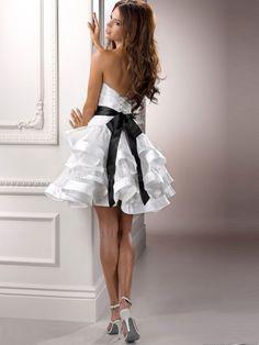 A-line/Princess Sweetheart Knee-length Taffeta Hand-made Flower Wedding Dresses