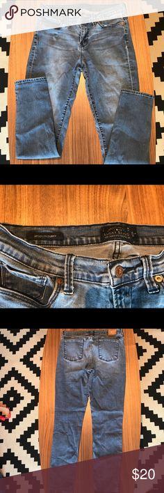 Lucky brand Brooklyn Skinny Size 8 Lucky brand Brooklyn Skinny 8/29 in great shape! Lucky Brand Jeans Skinny