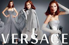 Catherine McNeil en Versace