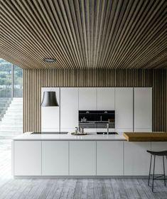 Mooi dat houten plafond wat als wand doorloopt! Luxury Kitchen Design, Luxury Kitchens, Modern Interior Design, Interior Design Kitchen, Home Kitchens, Interior Architecture, Küchen Design, House Design, Design Ideas