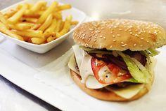 Denné menu Vranov   Hamburger z hovädzieho mäsa, zemiakové hranolky - reštaurácia Hotel Patriot*** #hotel #restauracia #dennemenu Hamburger, Menu, Chicken, Ethnic Recipes, Food, Menu Board Design, Meal, Eten, Hamburgers