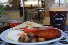 Μετά από μια κουραστική εβδομάδα δεν υπάρχει τίποτα καλύτερο από λίγη χαλάρωση, ένα φλυτζάνι καλό καφέ και γιατί όχι πρωινό στο κέντρο. Παρά τη μόδα του brunch τον τελευταίο καιρό εμείς επιμένουμε παραδοσιακά και πάμε για πρόγευμα. Ετοιμάσαμε και σας προτείνουμε τα καλύτερα breakfast spotστο κέντρο της πόλης (και όχι μόνο) με γευστικό πρωινό και …