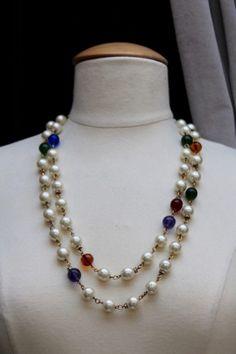 Collier deux rangs de perles nacrées et perles de couleur Chanel 1980s —  Les Merveilles de 4e4da4863fa