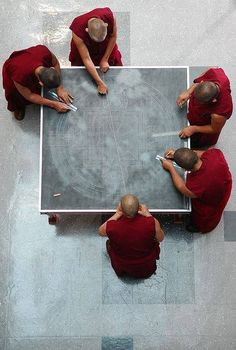 Tibetan Monks Painstakingly Create Incredible Mandalas Using Millions of Grains of Sand - The design of the mandala is marked with chalk on a wooden platform. This meticulous process takes an entire day. Tibetan Mandala, Tibetan Art, Tibetan Buddhism, Buddhist Monk, Buddhist Art, Le Tibet, Buddha, Vajrayana Buddhism, Grain Of Sand