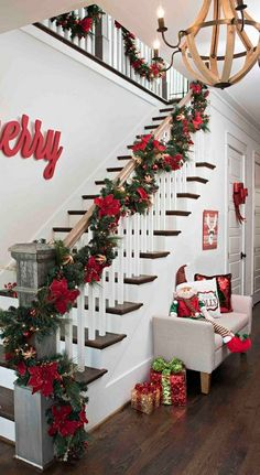 16 festive christmas staircase decor ideas 1 | rudsmyhome