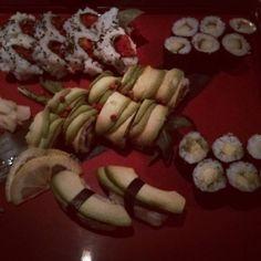 I'm in Sushi paradise: We celebrated my hubby's birthday in a Japanese restaurant and it was really the best sushi I ever had. #sushi #vegansushi #avocado #maki #nigiri #cucumber #tomato #basil #healthy #healthyvegan #vegan #vegansofig #vegansofinstagram #whatveganseat #dairyfree #crueltyfree #animalfriendly #plantbased #govegan #foodie #foodporn #veganfoodporn #japanese #instavegan by essenlebenlassen