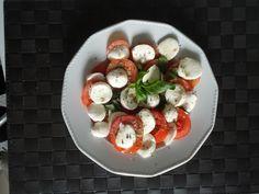 Caprese: a fresh recipe with tomato, mozzarella and basil  www.easyitaliancuisine.com