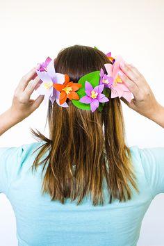 44 easy 5 minute crafts with paper - Mollie Makes Diy Flower Crown, Diy Crown, Diy Flowers, Paper Flowers, Flower Crowns, Felt Flowers, Wedding Blog, Diy Wedding, Wedding Hair