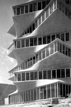 La Pagoda designed by Miguel Fisac Serna, Madrid, demolished Modern Architecture Design, Facade Architecture, Unique Buildings, Beautiful Buildings, Foto Madrid, Brutalist, Spain, San Bernardo, Parametric Design