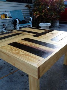 Reclaimed Pallet wood table... too bad I dont have the patience to tear pallets apart. Gorgeous