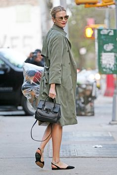 27d774fedf1 Supermodel Karlie Kloss was seen out in New York City looking chic while  carrying her iconic Palazzo Empire Bag in black. Versace