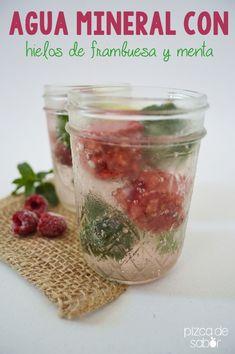Agua mineral con hielos de frambuesa y menta | http://www.pizcadesabor.com