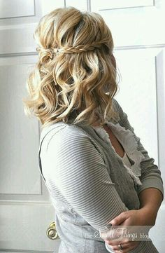 Cute curly hair style