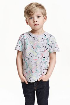 T-shirt with print Boys Hairstyles Trendy, Boy Haircuts Long, Little Boy Hairstyles, Toddler Boy Haircuts, Toddler Boy Fashion, Little Boy Fashion, Cute Outfits For Kids, Boy Outfits, Baby's First Haircut