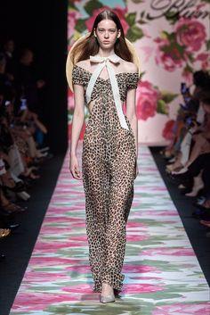 Blumarine Spring 2020 Ready-to-Wear Fashion Show - Vogue 2020 Fashion Trends, Fashion 2020, Daily Fashion, Runway Fashion, Fashion Brands, Women's Fashion, Summer Fashion Outfits, Spring Fashion, Vogue Paris