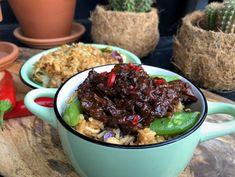 vegan pulled pork met jackfruit recept - Familie over de kook Vegan Pulled Pork, Pulled Beef, Slow Cooker Recipes, Crockpot Recipes, Tapas, Crockpot Dishes, Indonesian Food, Food Design, Quick Easy Meals